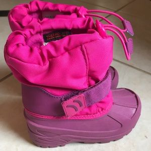 Girls Cat and Jack winter boots large 9/10 pink